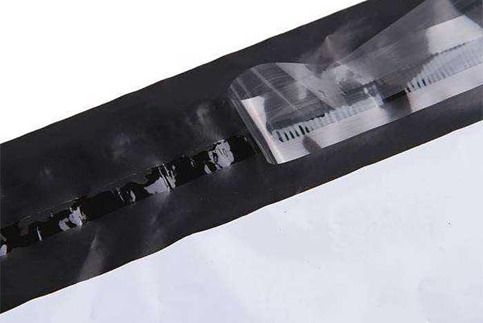 利用热熔胶的冷粘性来粘合袋口